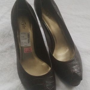 New brown pumps